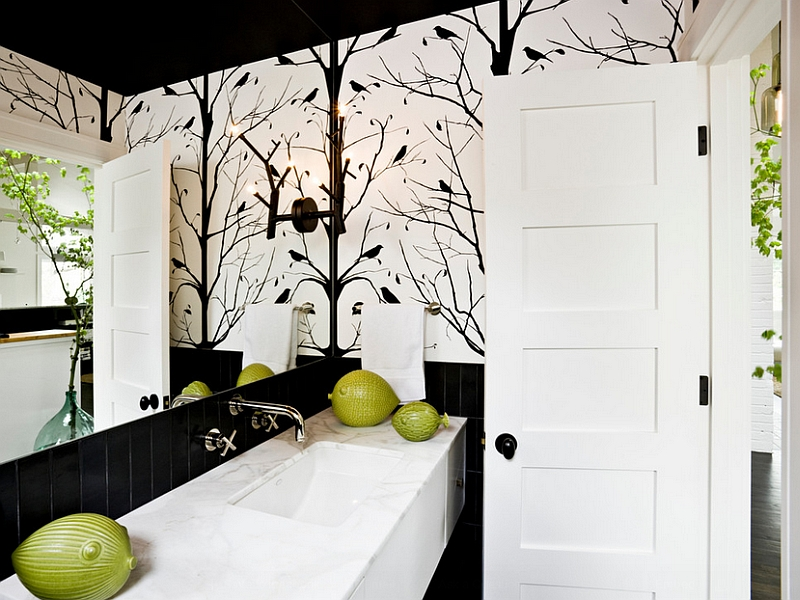 Nature inspired black and white wallpaper for the bathroom