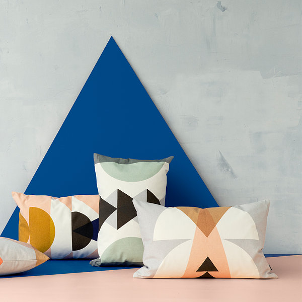 Pillows with semi-circle motifs
