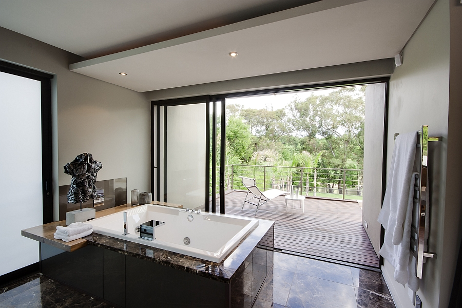 Dramatic Contemporary Residence Amazes With Stunning ...