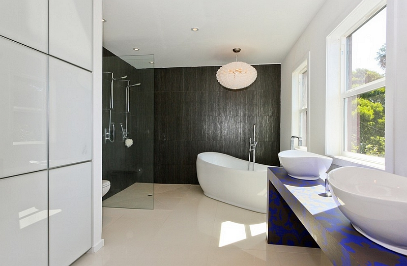 Sleek and minimal bathroom in black and white