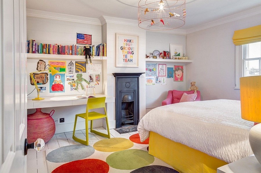 Splashes on green, yellow and pink in the kids' room