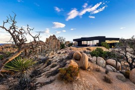 Stunning Silhouette and Spectacular Landscape Define The Black Desert House