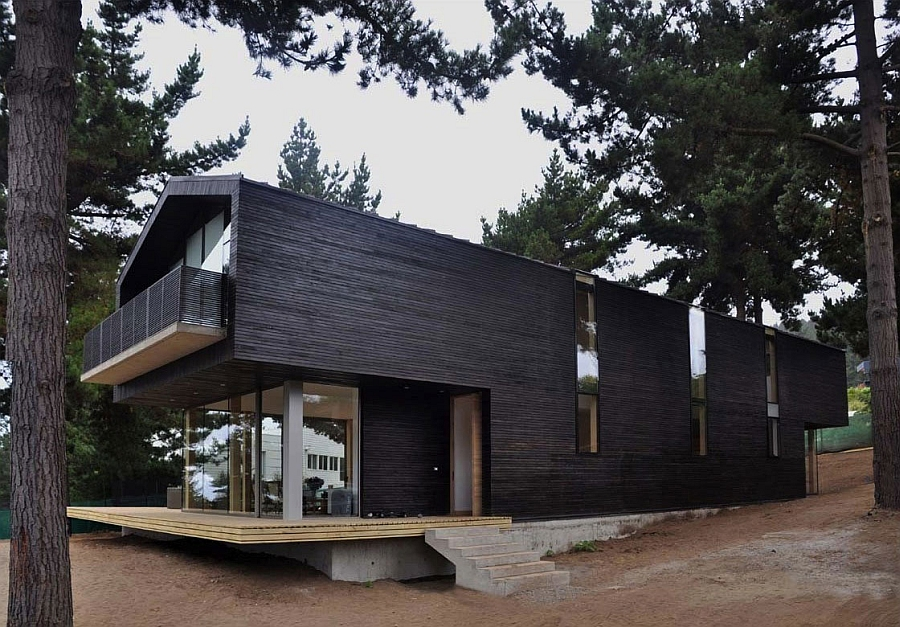 Stylish south american home with a view of the woods Elegant Chilean Residence Draped In A Lovely Cloak Of Green