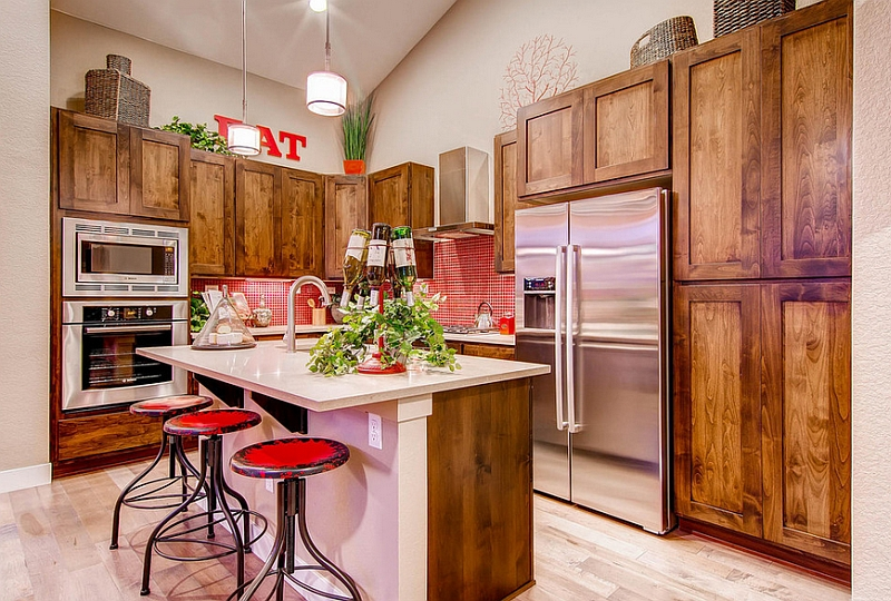 The backsplash gives a dash of modernity to the traditional kitchen