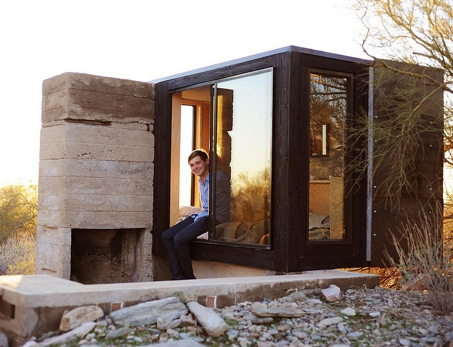 Tiny glass and steel desert shelter Miner's Shelter: Tiny Desert Dwelling Clad In Glass And Steel