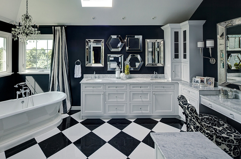 Traditional and luxurious bathroom in black and white