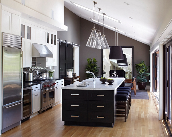 Transitional kitchen that looks simply stunning