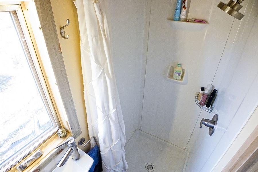 Uber tiny shower area design