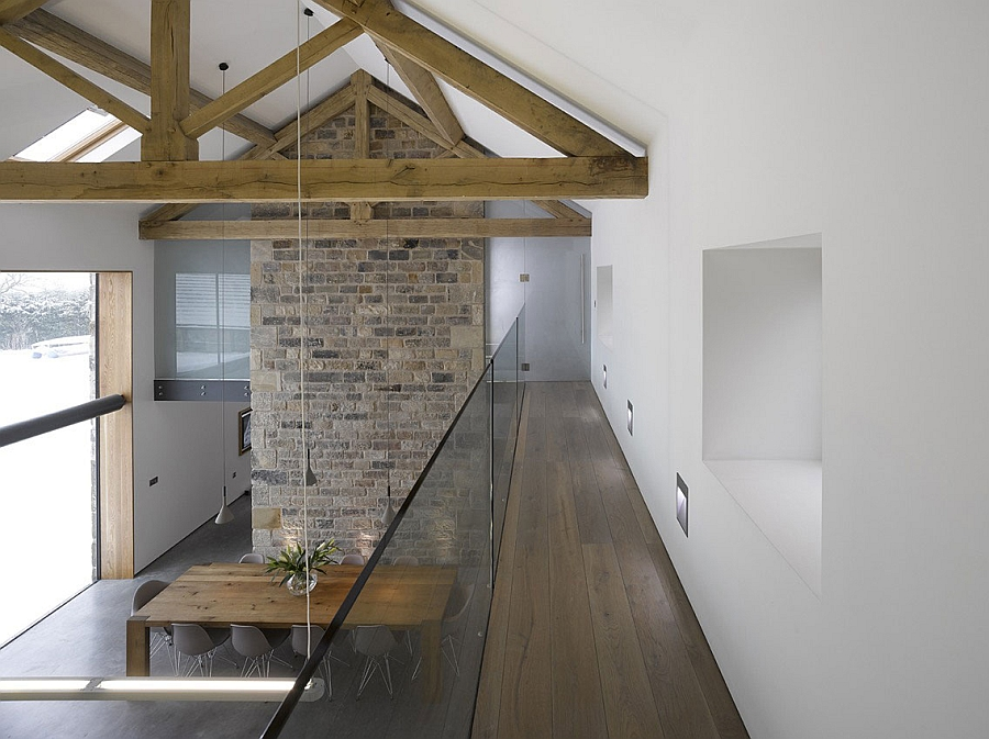 Gorgeous 16th century barn in yorkshire gets a restrained for Modern house yorkshire