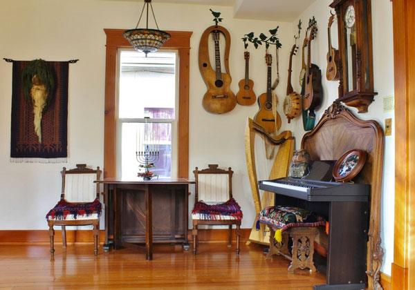 kimberley-bryan-musical-room-with-beautiful-hapr-