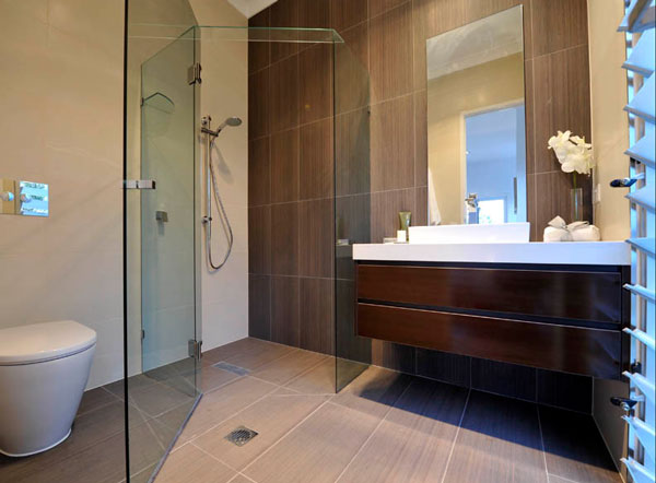 Sandstone tiles enliven the modern bath