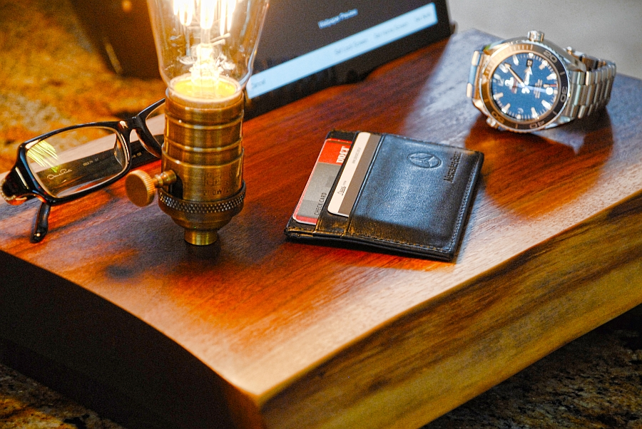 A perfect place for your keys, wallet and smartphone