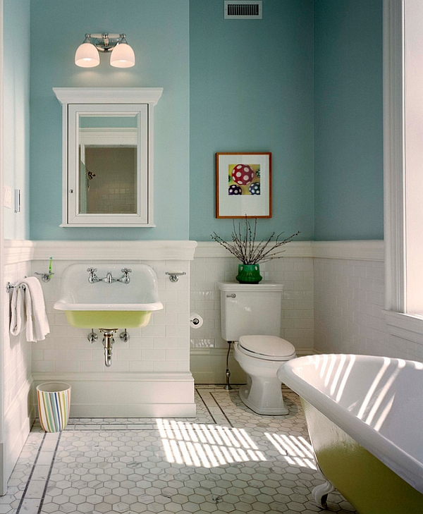 A touch of green for both the bathtub and the sink