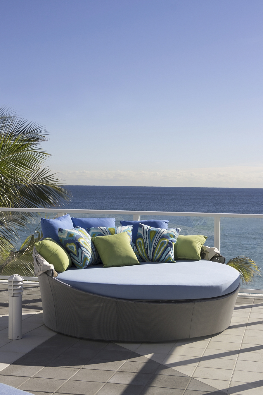 Aqua Daybed Customizable Outdoor Decor Lets You To Relax