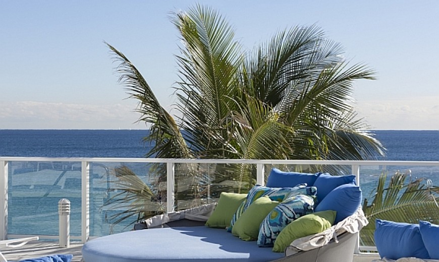 Aqua Daybed: Customizable Outdoor Decor Lets You To Relax In Style!