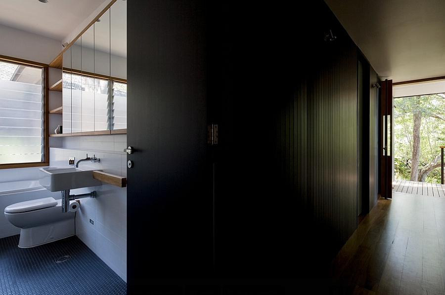 Balanced use of light and dark tones inside the Ozone House