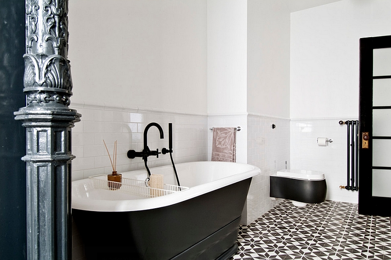 Bathtub in black is a popular choice in the contemporary bathrooms