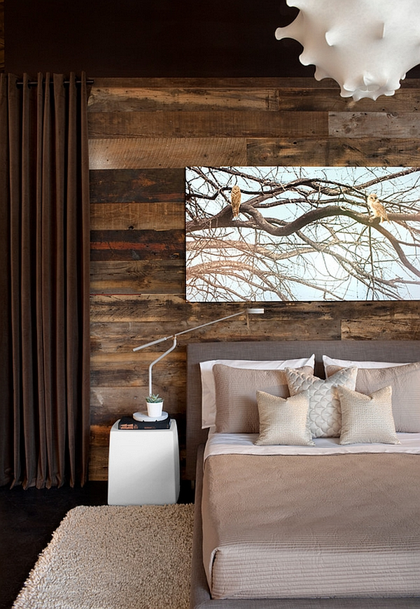 Bedroom that brings home the woodsy cabin style