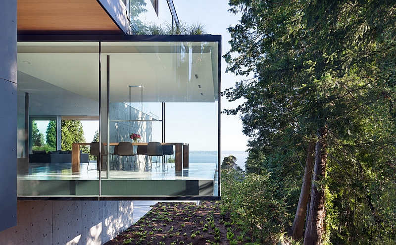 Breathtaking minimalist dining room allows you to get closer to nature!