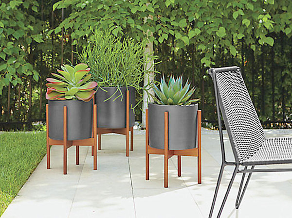 12 modern outdoor furniture finds for Contemporary garden planters