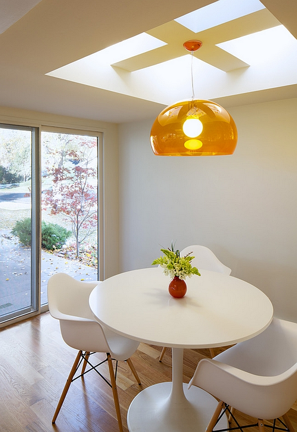 Colorful suspension lamp above the Tulip dining table