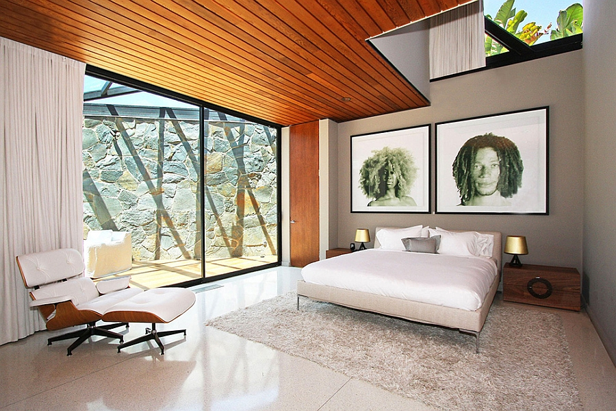 Eames Lounger and Ottaman in the room
