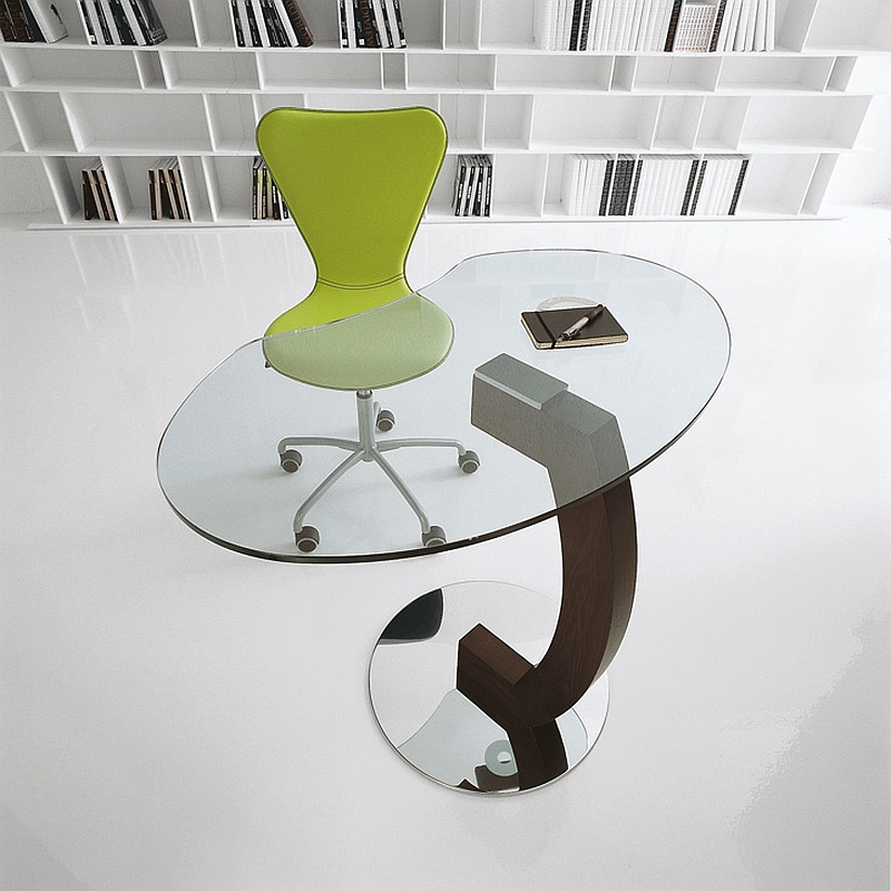 Elegant Kirk table lets you fly solo!