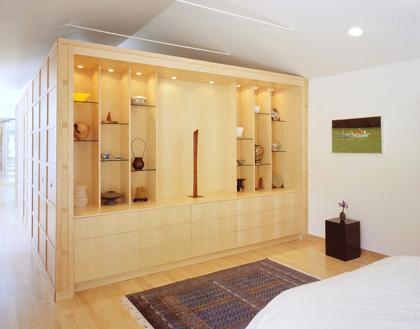 Glass shelving in an Asian-style bedroom