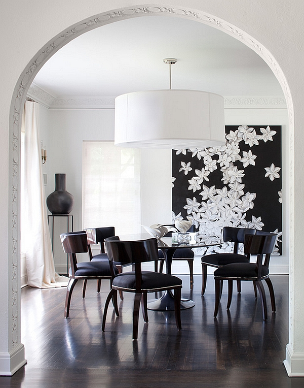 Gorgeous pendant complements the Saarinen Dining Table beautifully