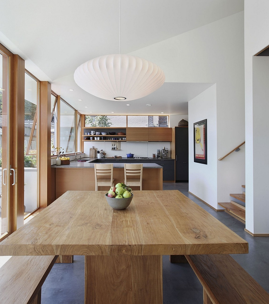 Iconic Saucer pendants from Isamu Noguchi above the dining table