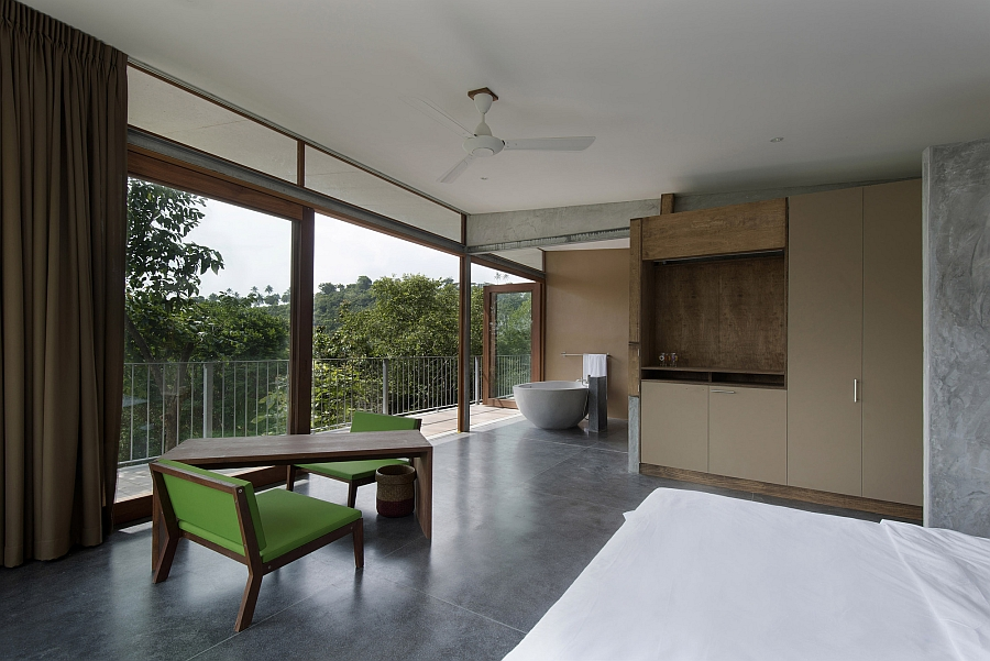 Interior that is clad in wood, stone and concrete