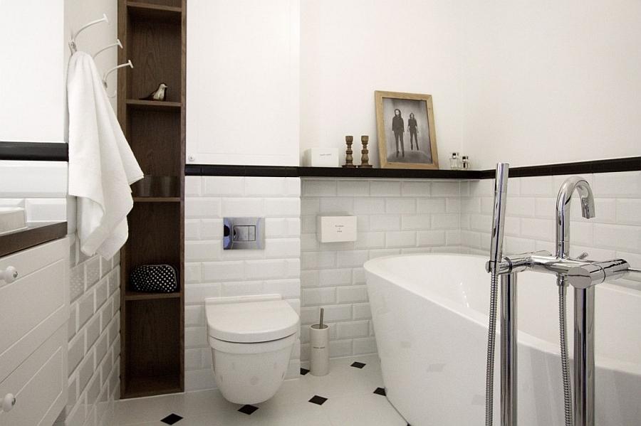 Large standalone tub in the exqusite bathroom