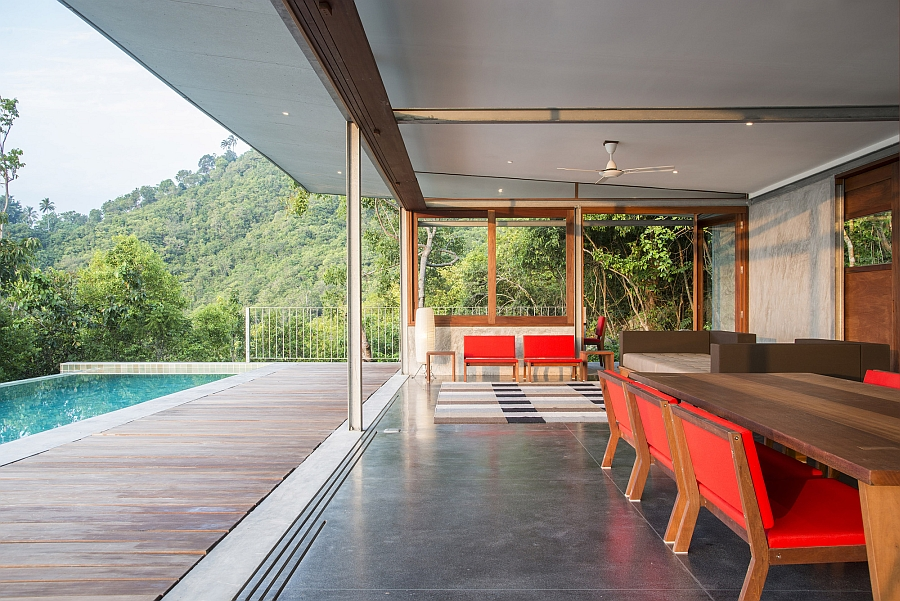 Lavish living area that is visually connected with the outdoors