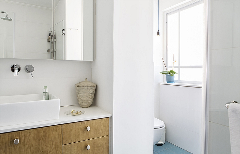 Lovely wooden accents in the bathroom
