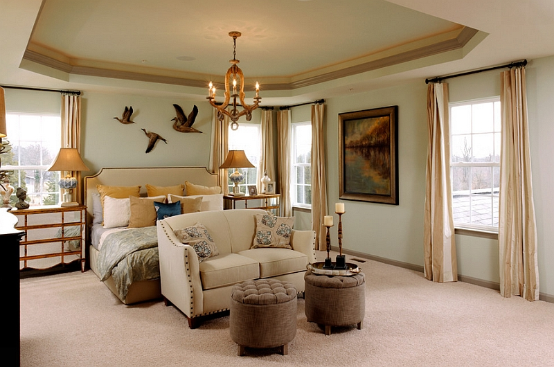 Luxurious traditional bedroom idea
