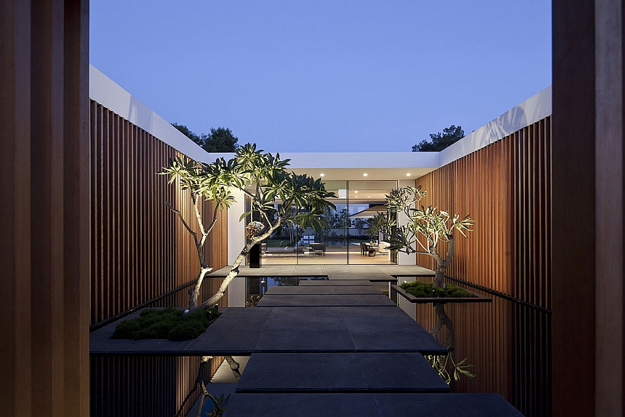 Magical entryway of the Tel Aviv home at sunset Fascinating Tel Aviv Residence Appears To Float On Water In Grand Style!