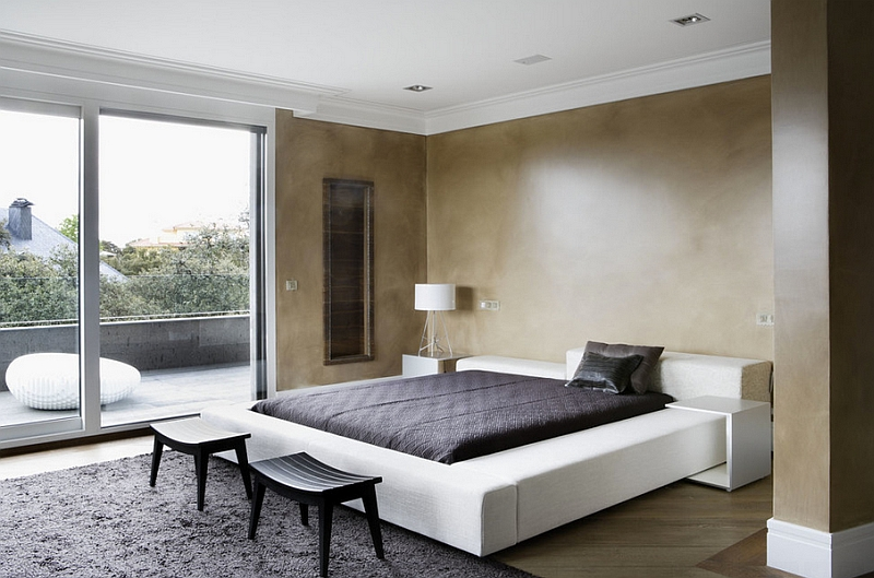 Minimalism combined with a Modern Mediterranean look in the bedroom