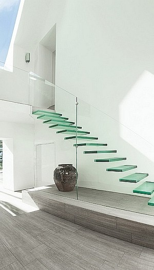 Minimalist Floating Glass Stairway