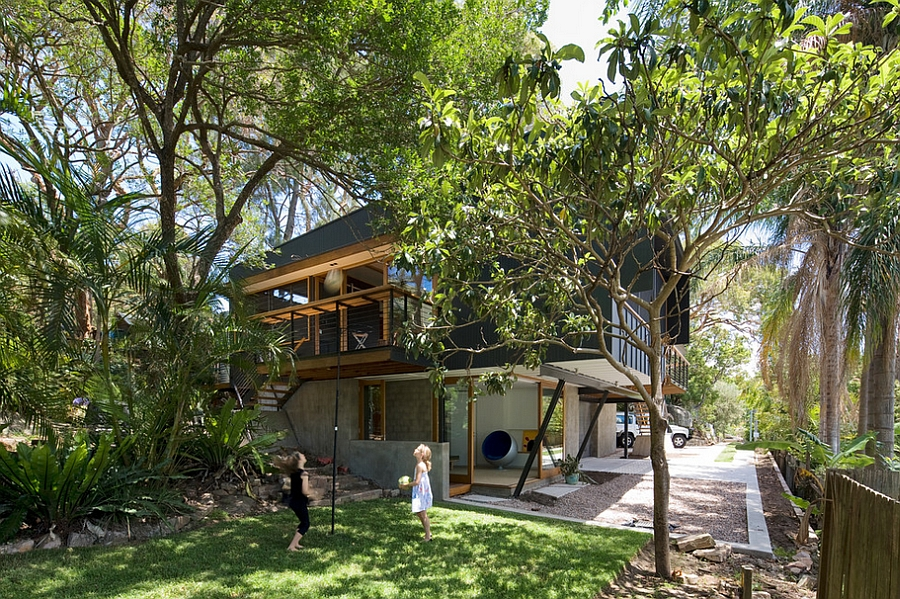 Natural surroundings offer ample shade from scorching Sydney heat Suburban Sydney House Offers A Tranquil Lifestyle That is Close To Nature