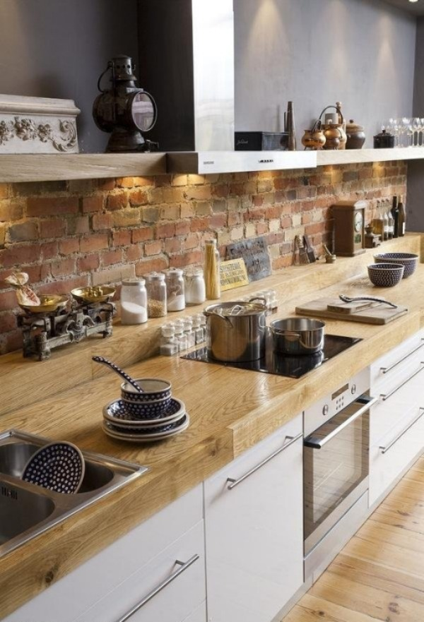 Rustic brick backsplash 2 Brick Backsplashes: Rustic and Full of Charm