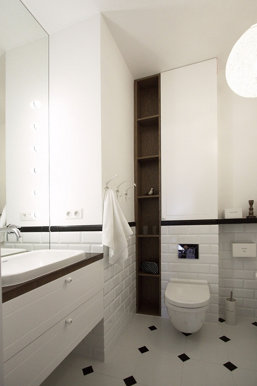 Scandinavian style bathroom with sleek corner shelves
