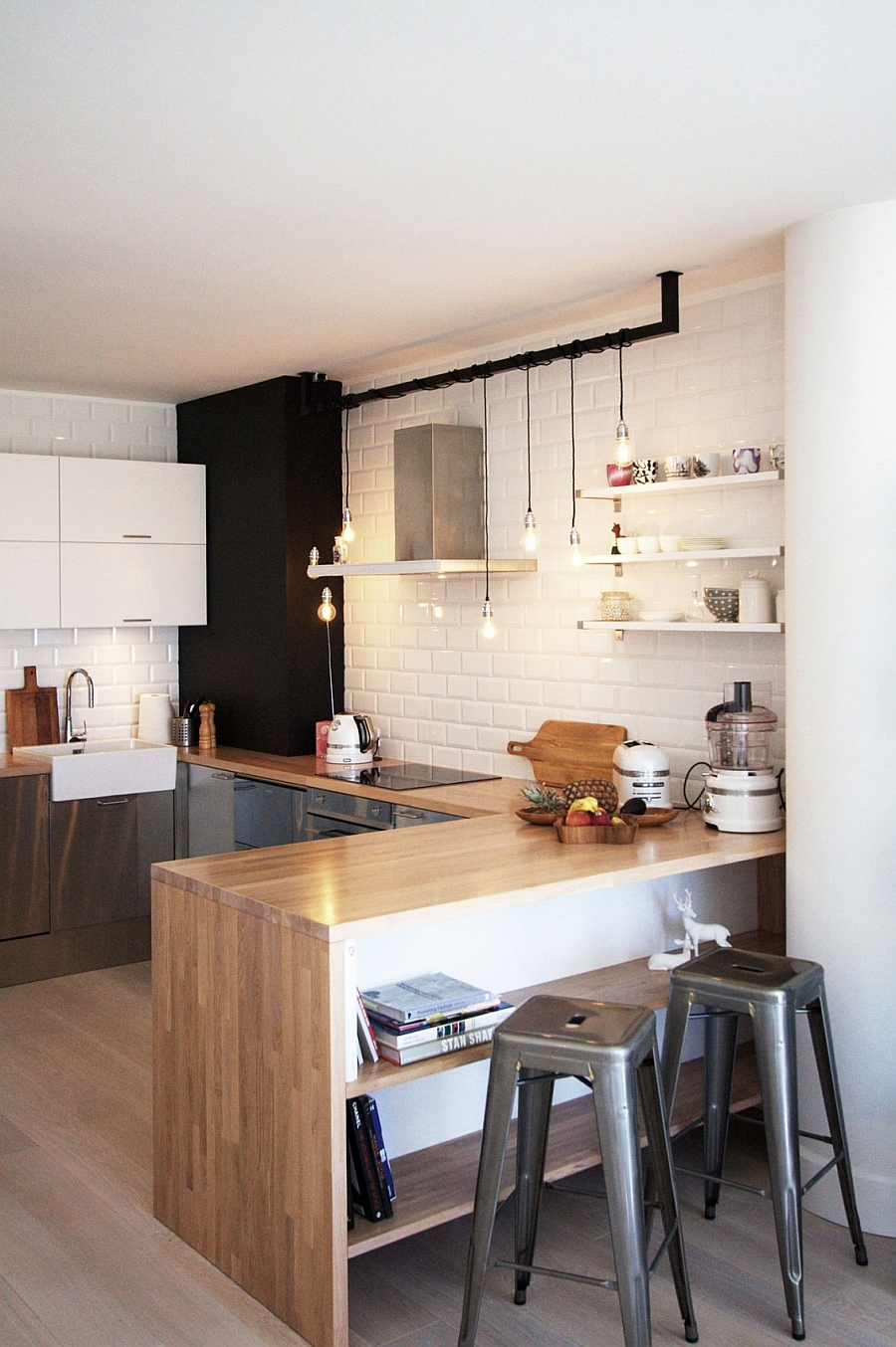 Simple backsplash for the kitchen with white tiles