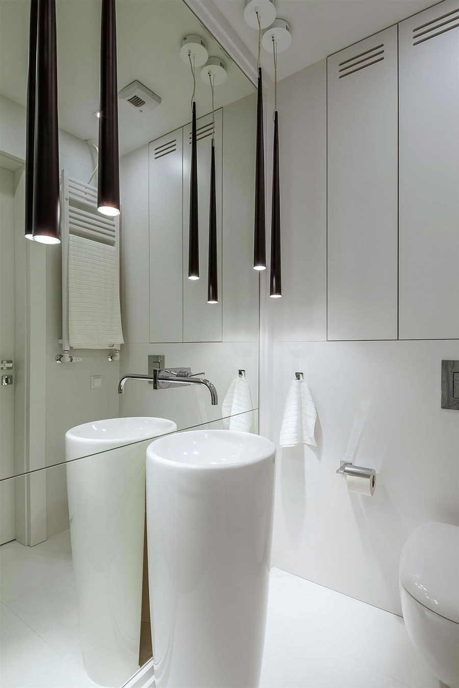 Sleek and stylish bathroom lighting in black