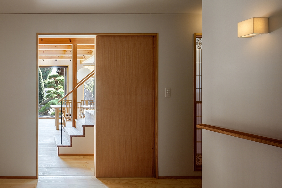 Sliding door allows to switch between privacy and ample views