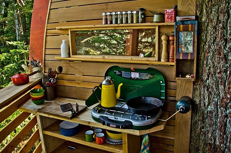 Small and compact kitchen of the Hemloft