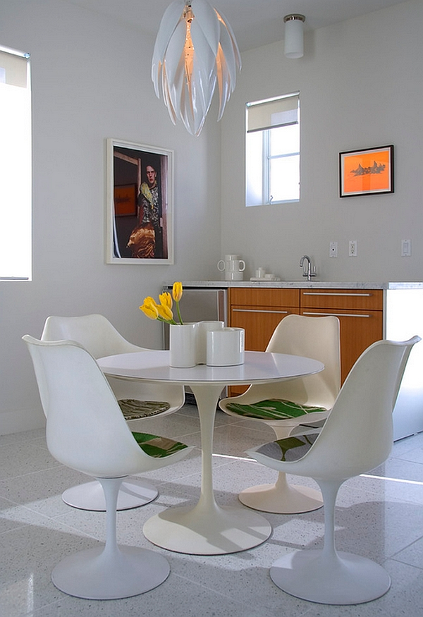 Small dining area with the tulip table and chairs decoist for Small dining area solutions