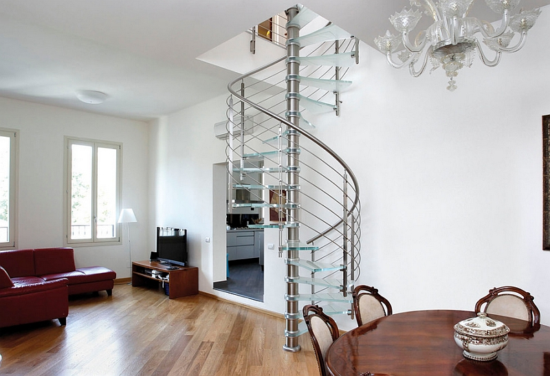 Space-saving spiral staircase in glass