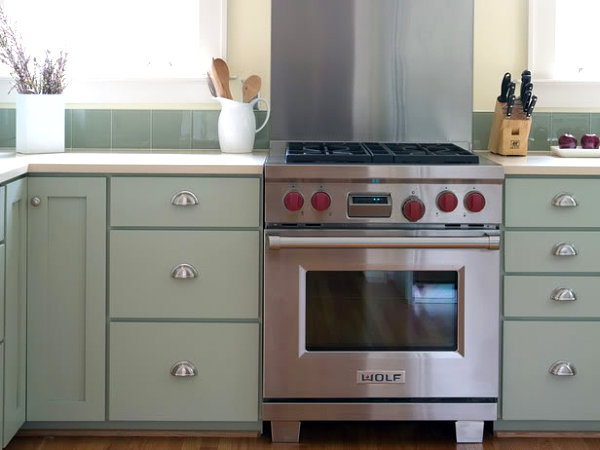 Stainless steel backsplash in a minty kitchen