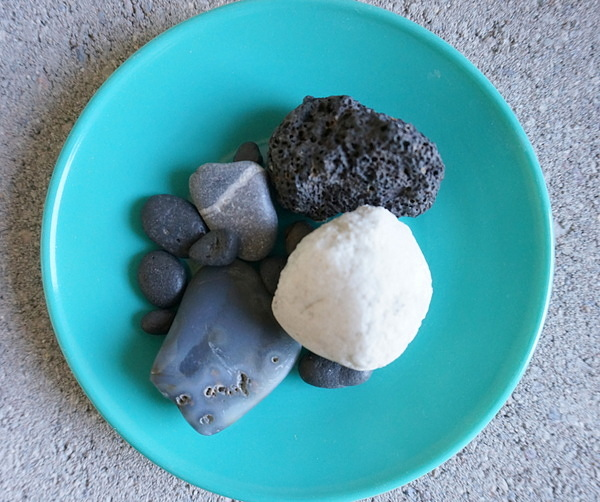 Stones in a turquoise dish