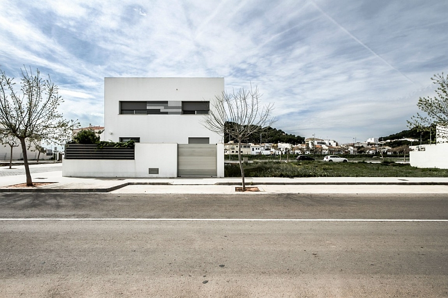 Street view of House V02 in Spain Classy Spanish Home Enlivens An Urbane Interior With Smart Accent Hues